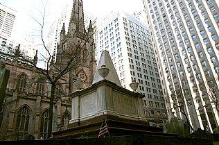 Alexander-Hamilton-Denkmal bei der Trinity Church in New York, Aufführung von Stille Nacht am Weihnachtstag 1839 © Alexander Gautsch